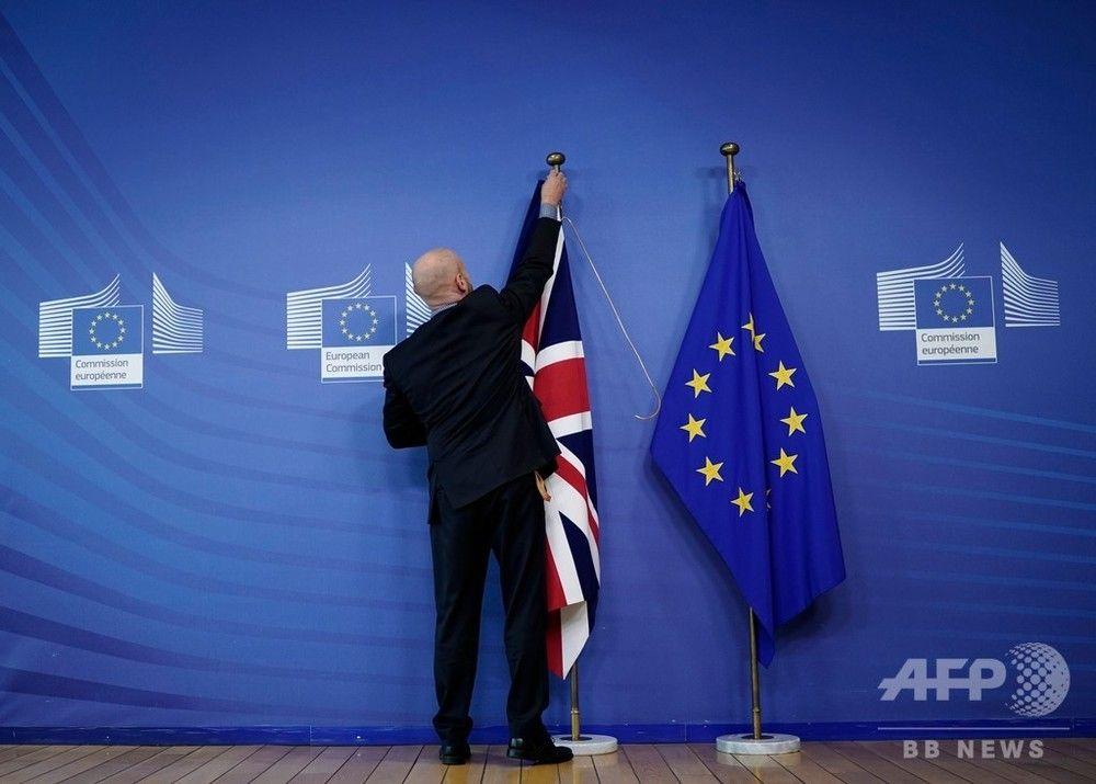 欧州連合(EU)・欧州委員会のジャンクロード・ユンケル委員長は17日、英国のEU離脱(ブレグジット、Brexit)をめぐる交渉で合意に至り、EU加盟各国の首脳に提出すると発表した。ボリス・ジョンソン英首相も同日、EU離脱に向けた「素晴らしい新合意」に至ったと発表した。
