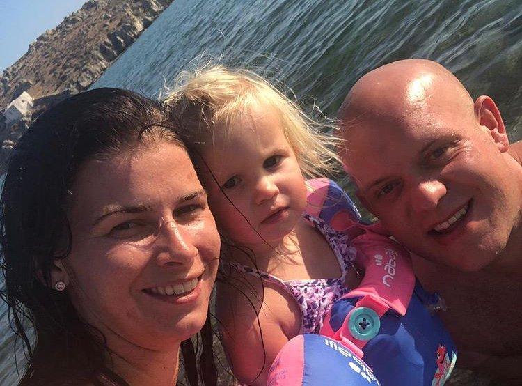 test Twitter Media - Michael van Gerwen onthult geslacht van tweede kindje. #weekend #Michaelvangerwen  https://t.co/0f6EmfzVC3 https://t.co/VF4ibx2XMn