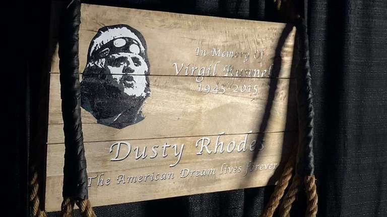 The Gorilla Position in @AEWrestling has been named The Dusty Position in tribute to the late, great American Dream 🇺🇸 ❤️ https://t.co/DKmY7Gaazz