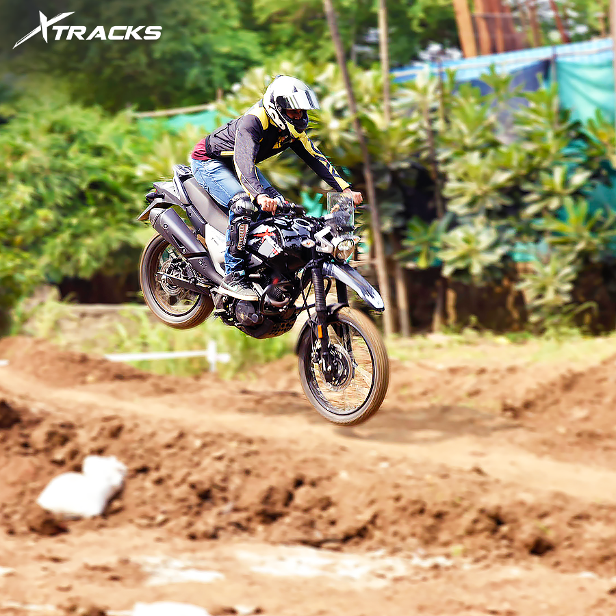 190 mm front suspension. Always ready to take on the bumps, pits and rocks. Xpulse200 XTracks MakeNewTracks https t