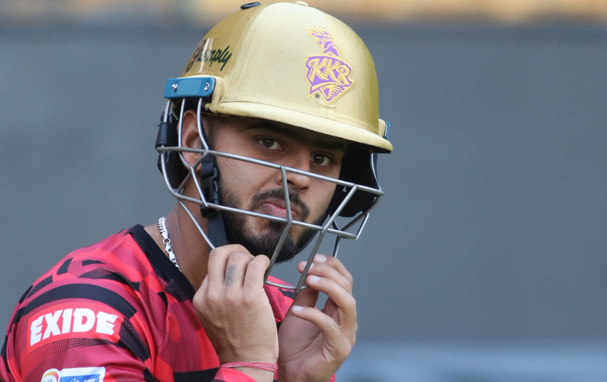 Delhi's go-to player in #VijayHazare Trophy  Nitish Rana   Highest scorer for his side, with  runs at 55.60   Joint highest wicket-taker for  Delhi, with  scalps already under his belt   Up next: Quarter finals   #KorboLorboJeetbo @NitishRana_27<br>http://pic.twitter.com/wTJ1n3GU2h