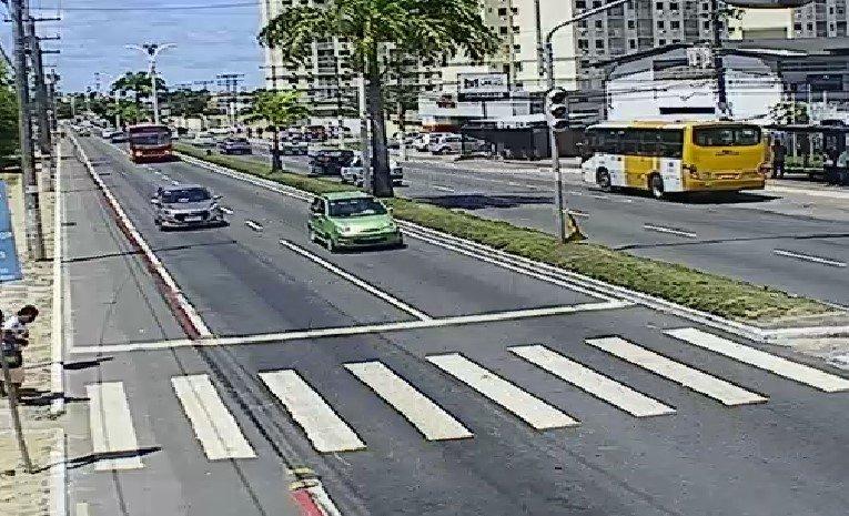 Trânsito livre nos dois sentidos da Av. Dorival Caymmi, Itapuã. https://t.co/vBcB9B5Bki