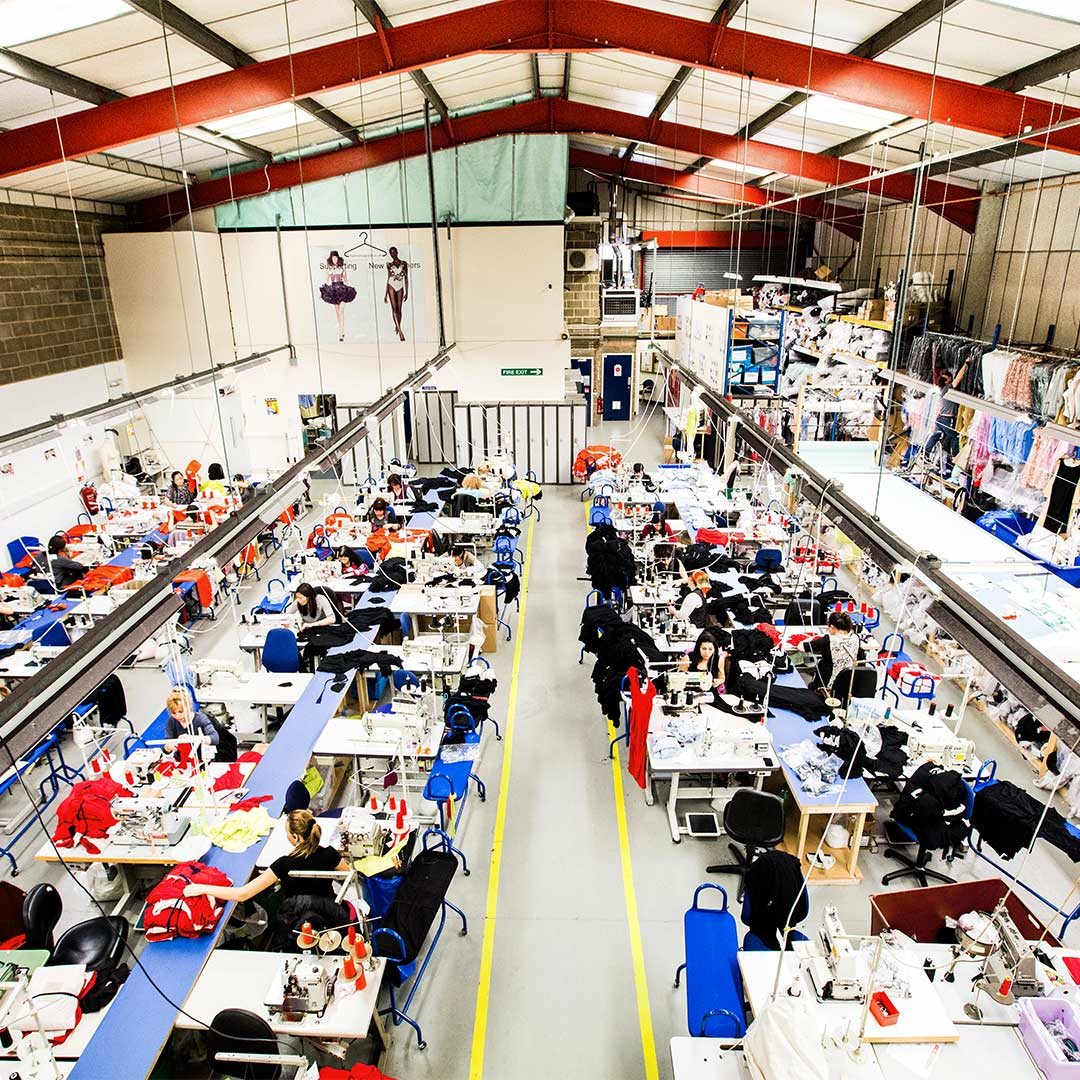 FACTORY TOURS! Did you know we do #factory tours? Come and learn how a UK SMETA #approved factory functions, meet the people behind the #fashion  you #wear! Tap the link for more information: http://bit.ly/2Lk1chG  #factorytour #openfactory #fashionproduction #madeintheukpic.twitter.com/GZuezjhnFa