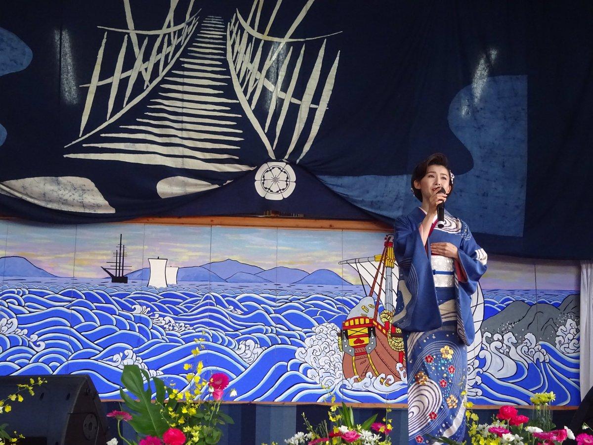 ブログ更新♪ 先日、12日は徳島県三好市の祖谷源内の里小屋掛け舞台で行われました「第19回西祖谷文化祭り」にゲスト出演。なんと来年も!!皆さんありがとうございます。…うどんのスダチとかまぼこをお箸で並べ替え、感謝の心を表現しました(^o^)