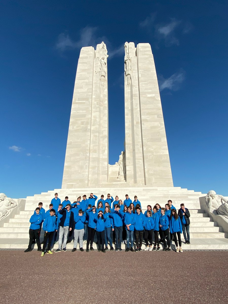 The last stop today is Vimy Ridge where students are learning about the meaning behind the beautiful monument dedicated to the fallen #blueskiesandmemories