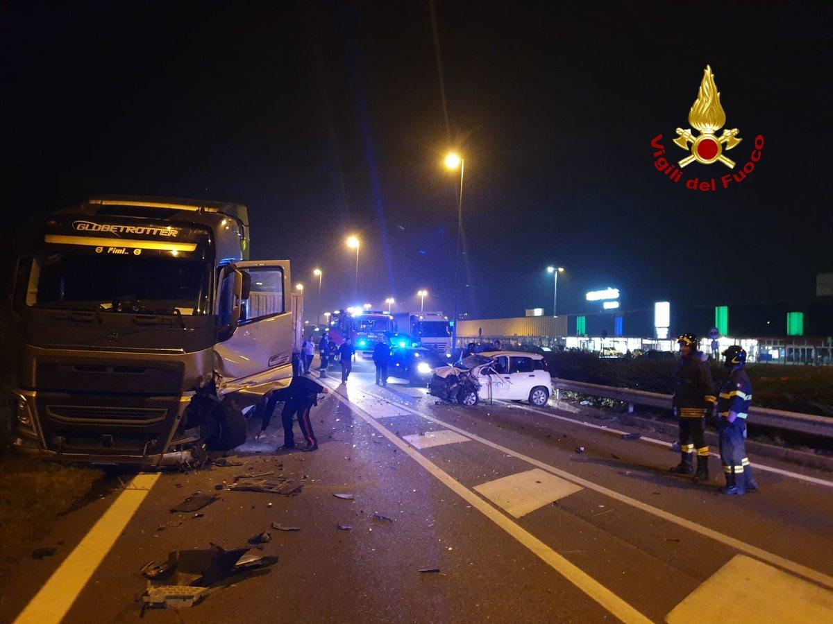 Frontale auto-camion in Romea: un ferito --> ht...