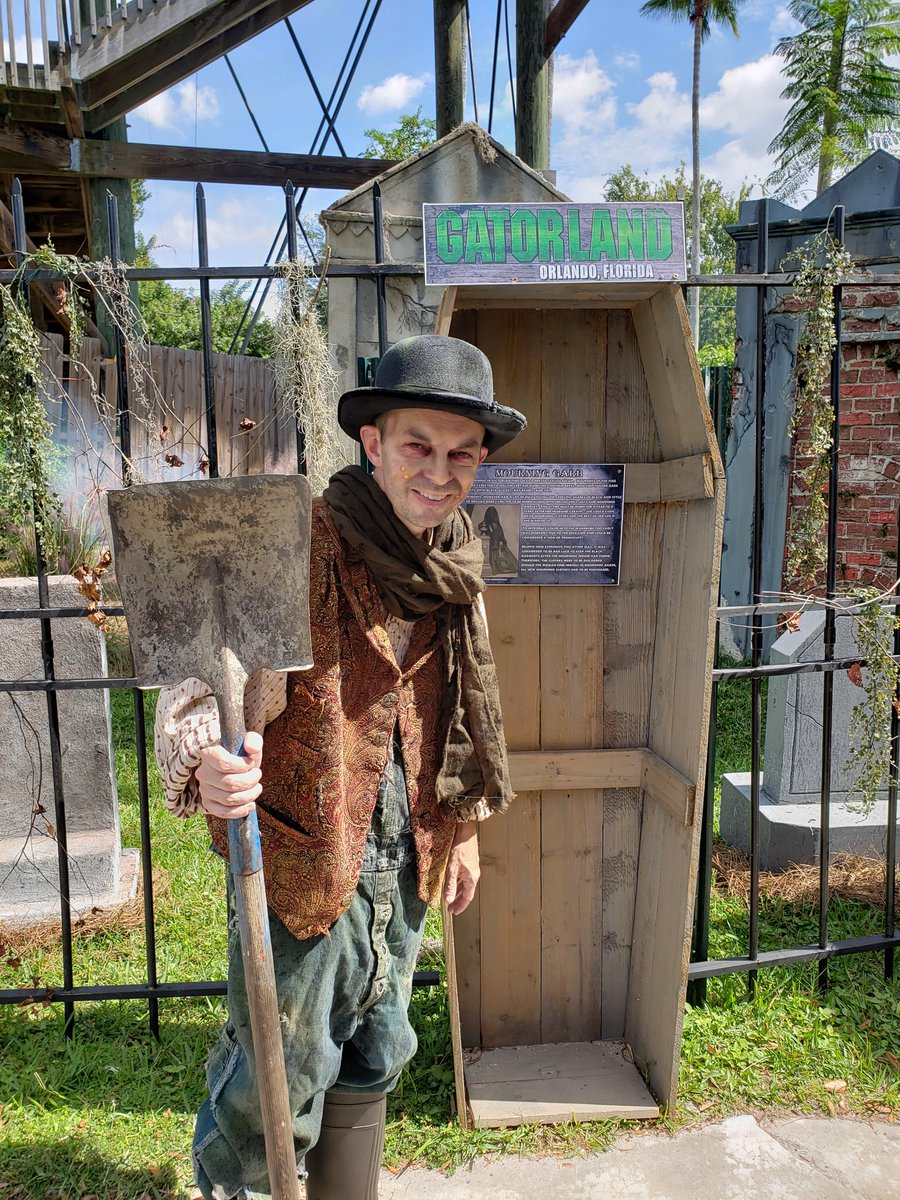 Looking for some #Halloween fun in @VisitOrlando? Check out the 1st annual #GatorsGhostsGoblins event at @Gatorland! Included w/admission on October 19th, 20th, 26th, 27th & 31st. Maybe even try a coffin on for size! #wearealligators #gatorlandglobal <br>http://pic.twitter.com/L1vBKJ0ksd – à Gatorland