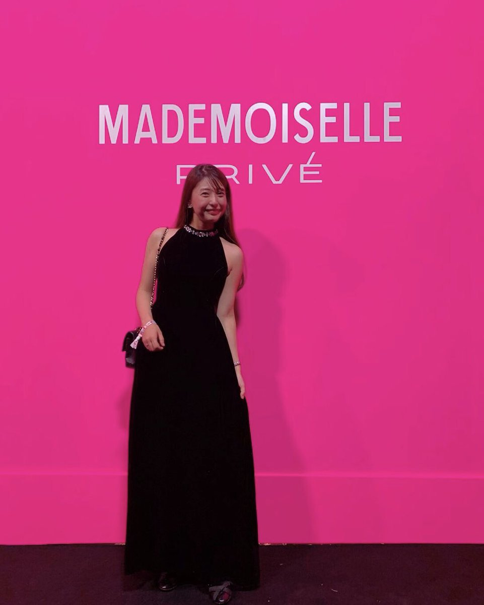 CHANELマドモアゼル プリヴェ展ゲストの皆さま全身CHANELを身に纏う中私はプロデュースさせて頂いているドレス働く女性の象徴となるショルダーバッグを作ったCHANELをただただ尊敬憧れは永遠に憧れでいいでも憧れに近づける努力は永遠に愛花さま、最強に楽しい時間をありがとうございました💓