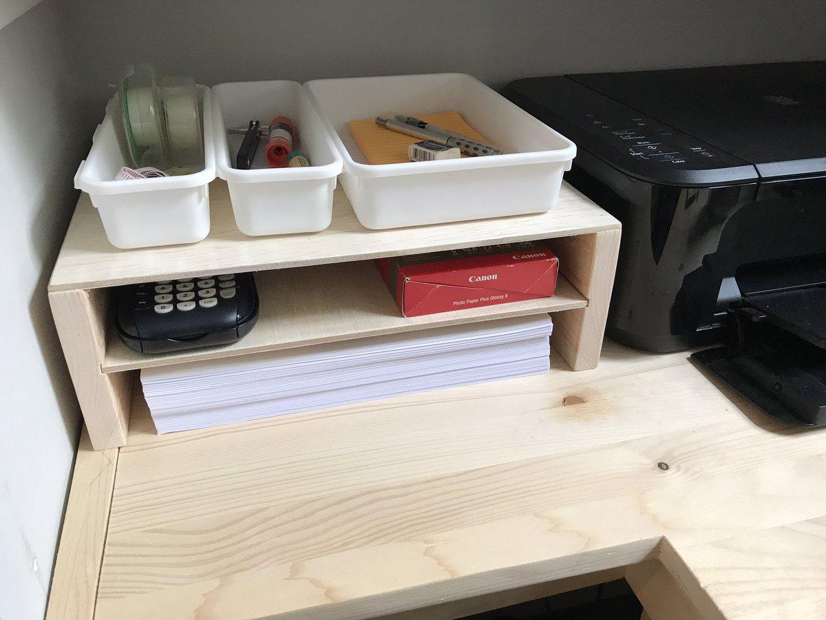 久し振りに工作。プリンターの横にプリンターの紙を置けるようにしたかったから簡単な棚を作った。そのうち色でも塗るかな。