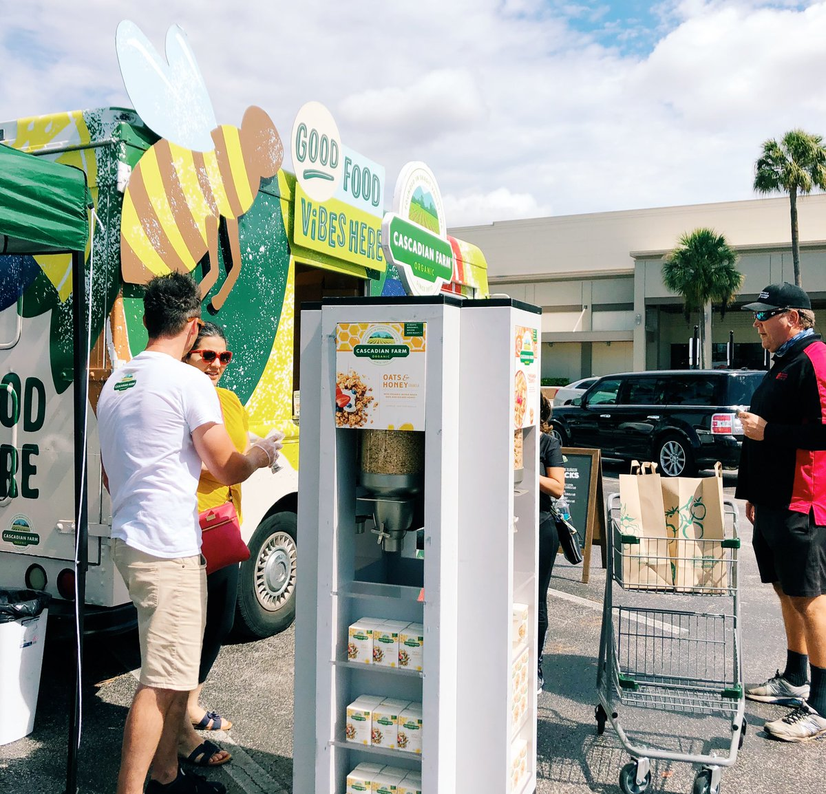 Find us @WholeFoods Clearwater today until 4PM! Fill a to-go box at our custom cereal tower & try samples of our new #organic goodies. 😋 #GoodFoodVibesTampa #Tampa #wholefoods #cascadianfarm https://t.co/4QPsYyh38k