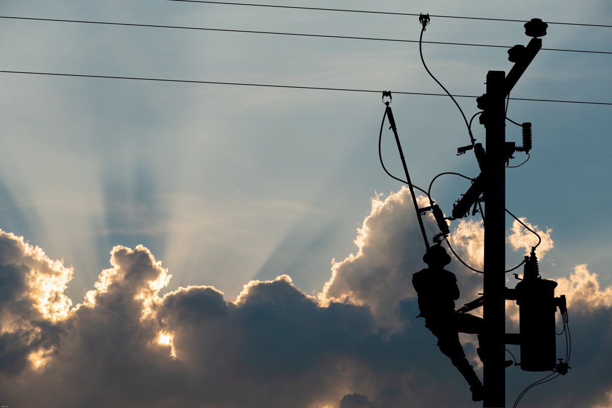 """Last week's #powershutoff left businesses in the dark for days, sparking an interest in #alternativeenergy sources. """"People in the past were focused on #microgrids for sustainability reasons. Now #resiliency is the focus."""" Read more in @SFBusinessTimes: http://bit.ly/2Mngd1M"""