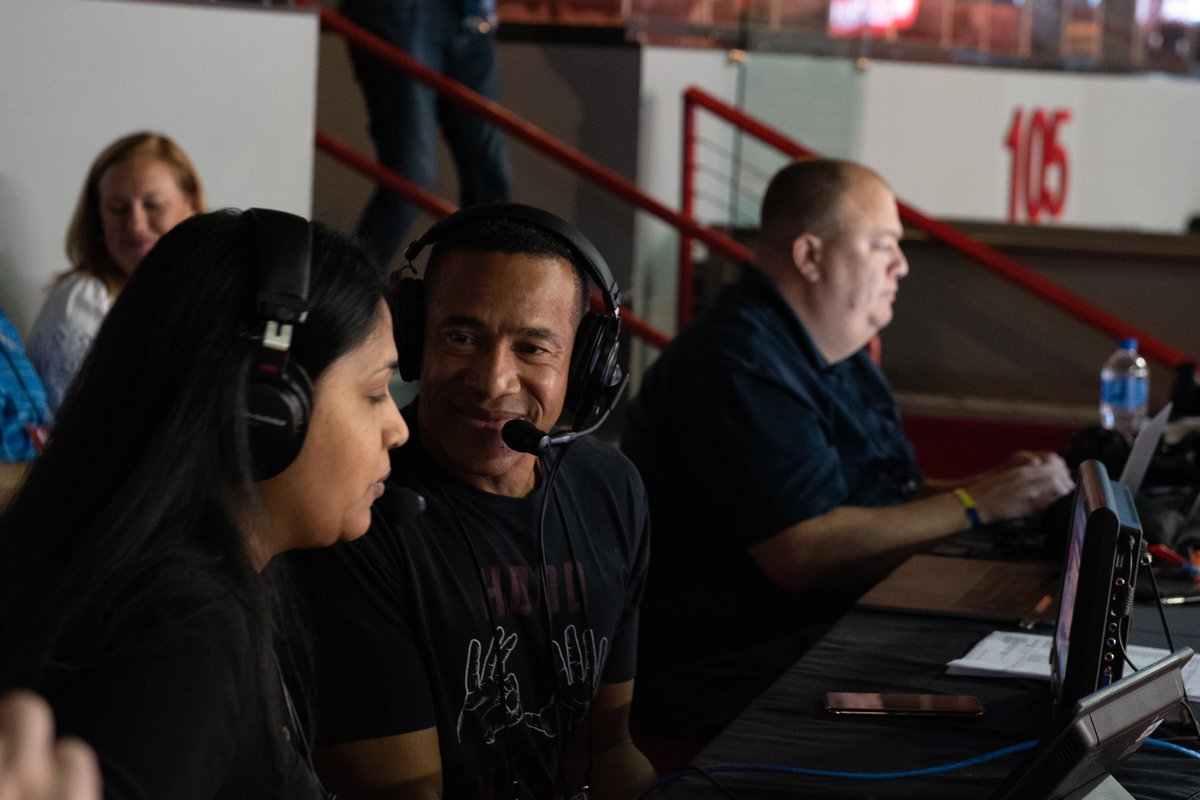 #TBT to when we had extra students wanting to get in on our live-game broadcast opportunity at the last minute — so @MarkJonesESPN came by to call the action with them. #breakintobasketball