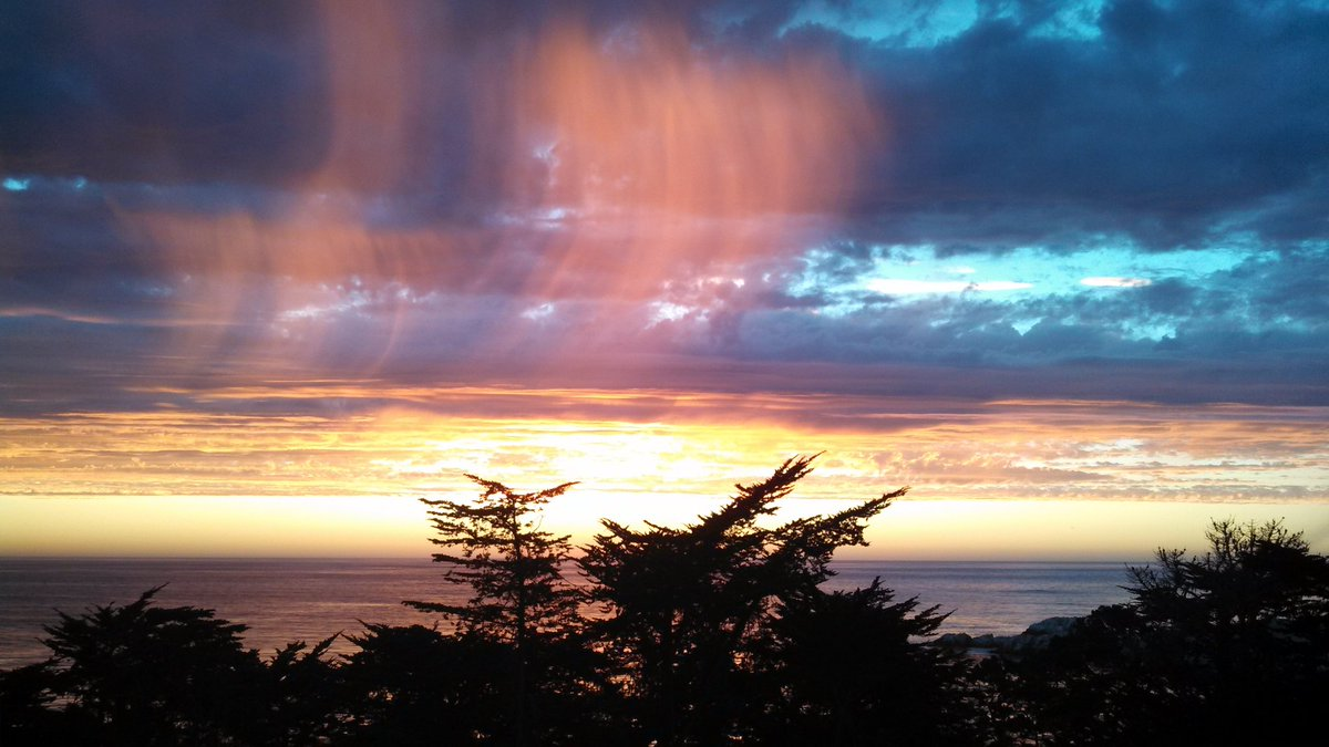 """I've had quite a number of """"colorful"""" experiences when traveling from the natural colors of a Carmel sunset & the Fall Colors in Maine to man's use of colors in South Korean garden to the houses in Buenos Aires. #CultureTrav"""