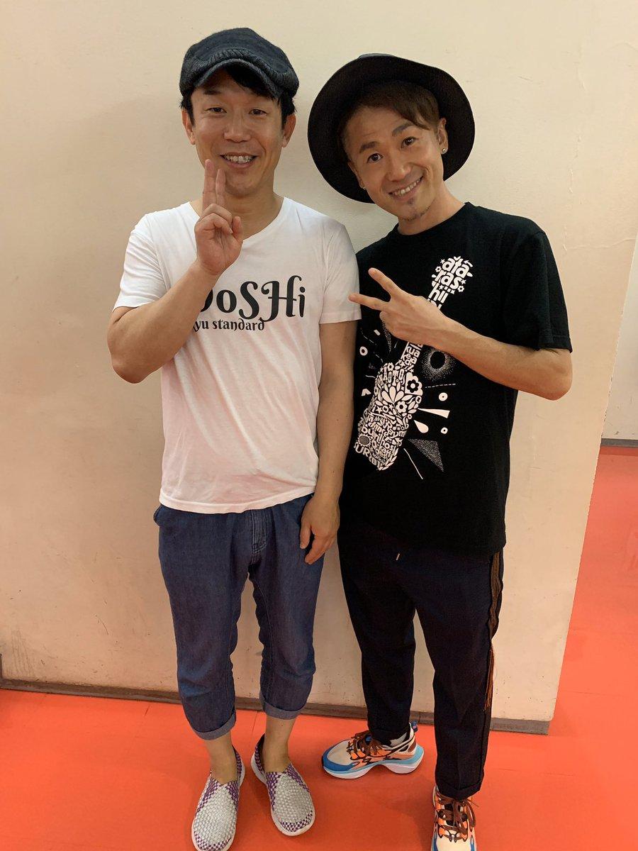 僕の友人は、シンガーソングライターでダンサーで楽器も弾けて笑いも取れる究極のエンターテイナーでした。彼の才能と努力、そしてファンを大切にするサービス精神に脱帽です。最高ので夜でした。#ナオトインティライミ#ペナルティヒデ#中川秀樹