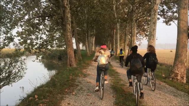 La biciclettata dei lettori nella tenuta di Genagr...