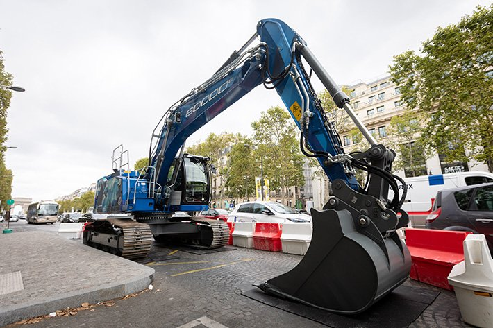 Liebherr excavator on the Champs Elysées: the perfect way to showcase the expertise of Liebherr in France #ChampsElysées #Construction #crawlerexcavator #Excavator #excavators #France #Liebherr  https://www. australiahqj.com/?p=105763     <br>http://pic.twitter.com/c2BpFYcfaV