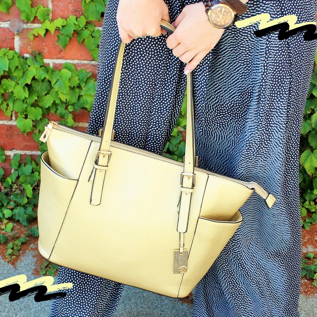 We, Girls, love Tote bags and for that, Here's a Gold Flake Tote bag with modern buckle detail that is perfect for a classy look!!  - - - #totebagslove #fashionableme #robertmatthew #robertmatthewfashion #fashionwomens #fashionwomenstyle #totebags #minibagspic.twitter.com/BLqSm7wEbx