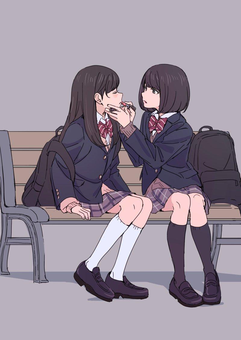 リアルでこういう事してる女の子を見かけて思わず跪いて忠誠を誓うとこだった