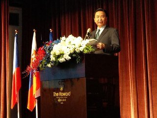 Minister Wu gave his best wishes to the #CzechRepublic & #Slovakia during the celebrations of their national days. The atmosphere was warm & helpful for closer cooperation between #Taiwan & the democracies in advancing freedom & #HumanRights.