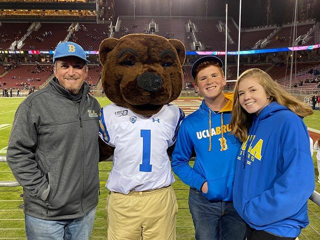 Hanging out with @uclajoebruin  #goBruins  #ucla  #beatstanford  #bruins  #football   https://ift.tt/2MOycxa
