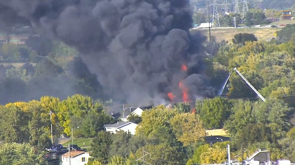 Two-alarm fire causes roof collapse at apartment complex, 50 people displaced ketv.com/article/live-v…
