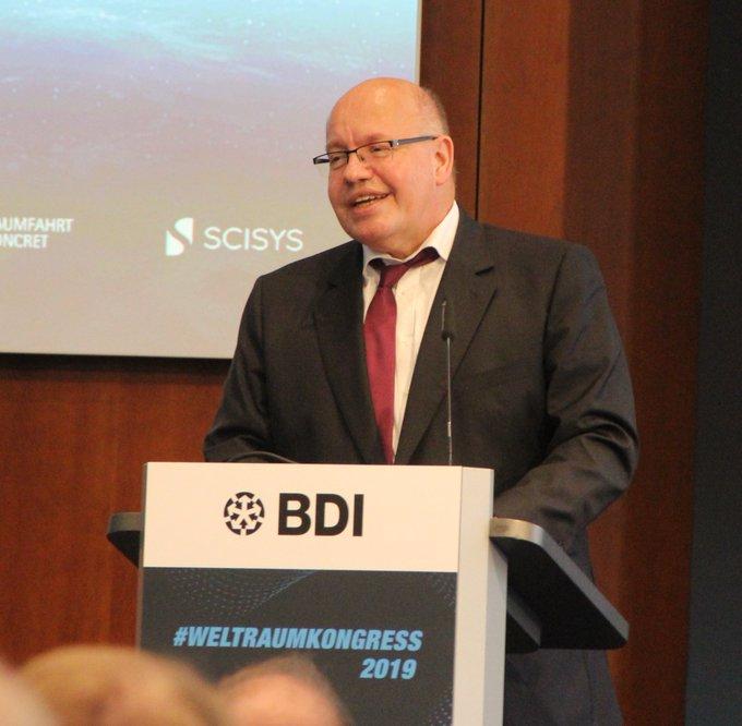 BM PeterAltmaier auf dem 1. Weitraumkongress in Berlin: W
