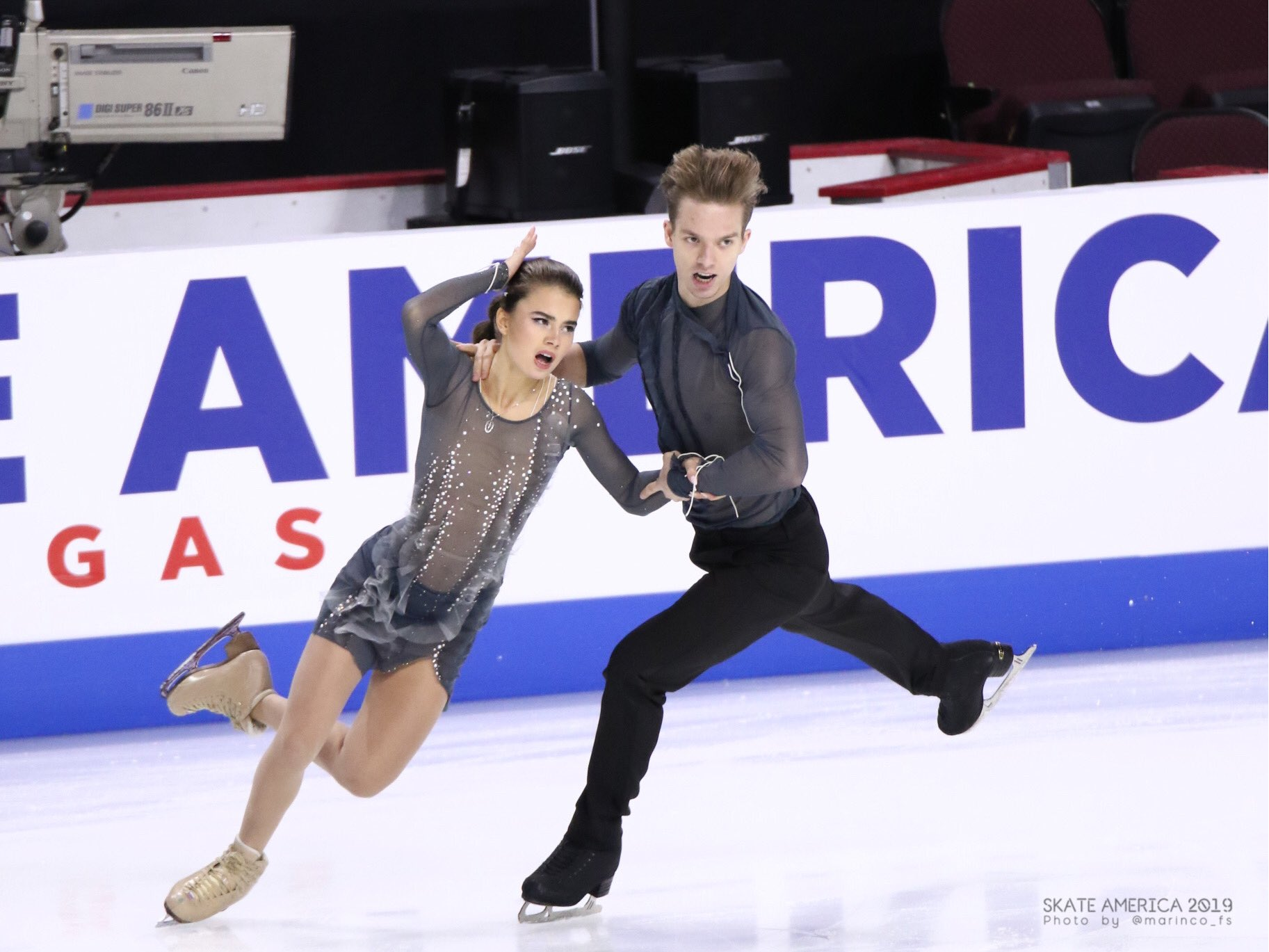 GP - 1 этап. Skate America Las Vegas, NV / USA October 18-20, 2019   - Страница 5 EHJQGVfUcAEkLrG?format=jpg&name=large