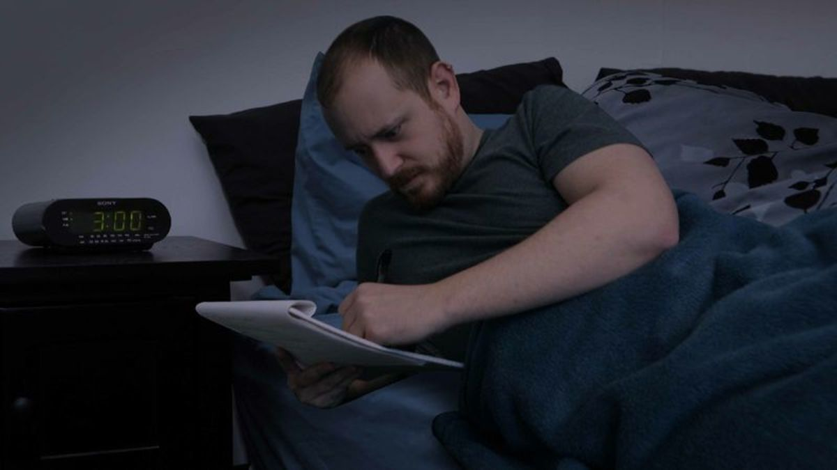 Inspired Man Bolts Out Of Bed At 3 A.M. To Jot Down Great New Worry trib.al/mTDStLf