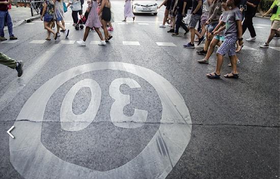 """""""El riesgo de fallecer como consecuencia de un atropello se reduce como mínimo cinco veces si la velocidad del vehículo que impacta es de 30 km/h en lugar de 50"""". @DGTes #Móstoles"""