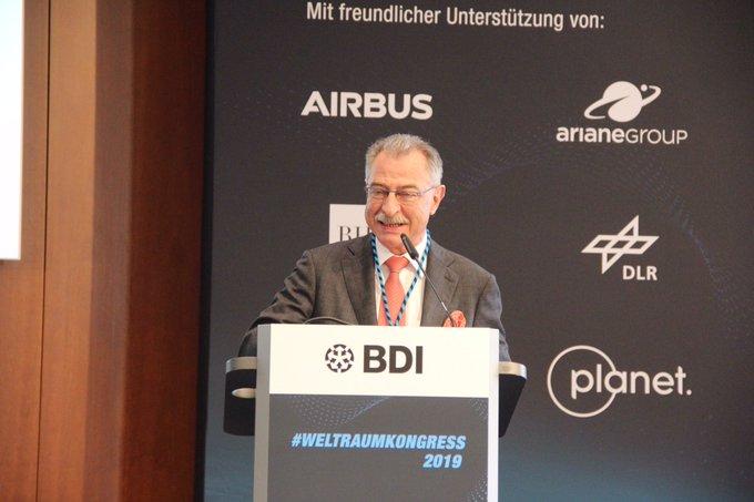 Pr. der_BDI, Prof. Kempf mit Handtuch bei Eröffnung des 1.