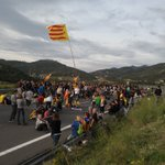 Image for the Tweet beginning: Catalan protesters continue to block