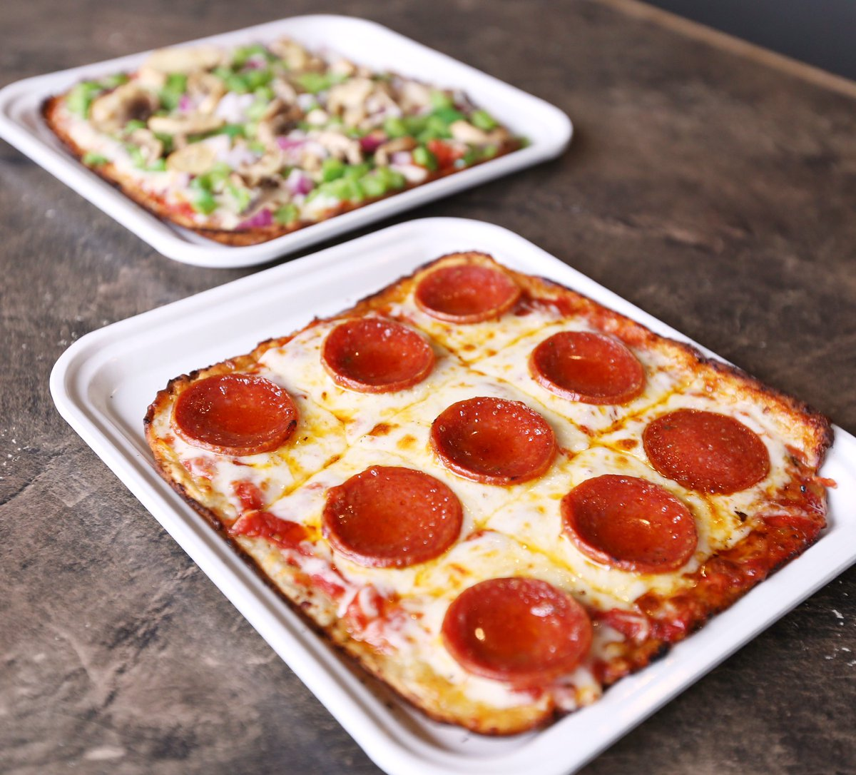 NEW Cauliflower Crust GIVEAWAY   WE ARE GIVING AWAY (2)  $25 #LEDOPIZZA GIFT CARD!   RETWEET AND FOLLOW TO BE ENTERED TO WIN!  (2 winners picked randomly at 10pm on 10/18/19) #FridayFeeling  Have you tried our NEW Cauliflower Crust Pizza?  https:// ledopizza.com/food/cauliflow er-crust-pizza/  … <br>http://pic.twitter.com/iFrxskBcvG