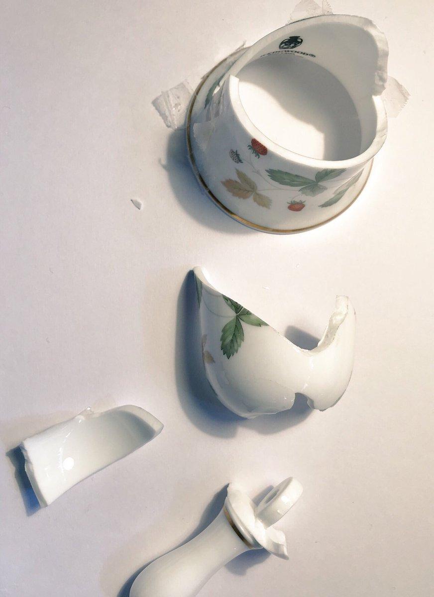 台風でたくさんの大切な器が割れたと思いますが、捨てないで欲しい。親の形見、家宝の茶碗、友だちからもらったマグカップ。金継ぎすればなんとかなります。今日もたくさん直しました。
