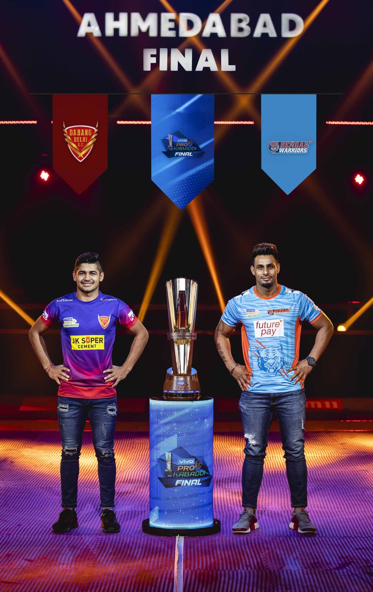 @DabangDelhiKC & @BengalWarriors: 2⃣ Teams squaring off in a #vivoProKabaddiFinal for the coveted 🏆! Here are the captains posing along the trophy for the #FinalPanga! 😍  #IsseToughKuchNahi #PKLwithKabaddi360 #vivoProKabaddi