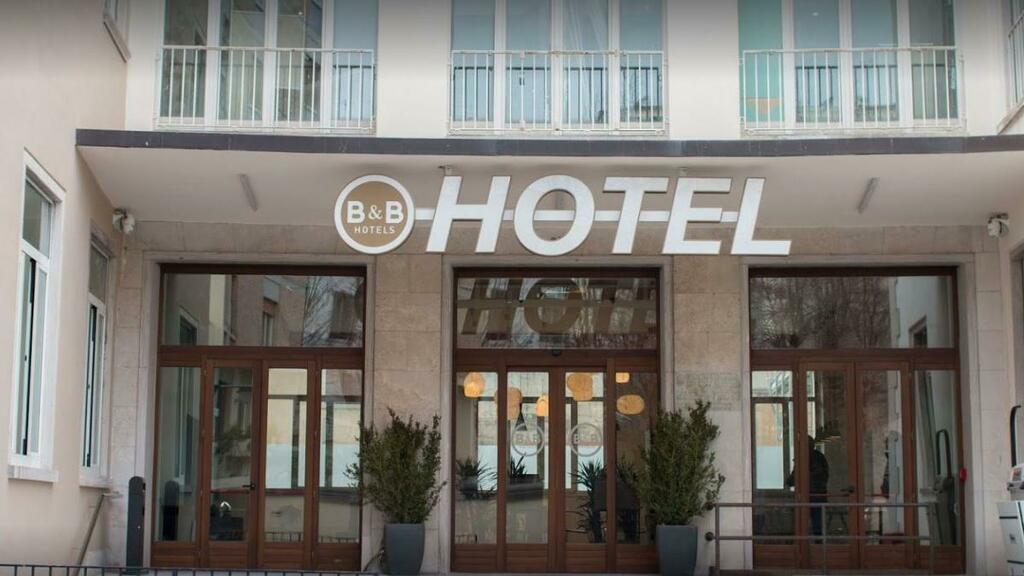 Trovato morto in una stanza dell'hotel Treviso htt...