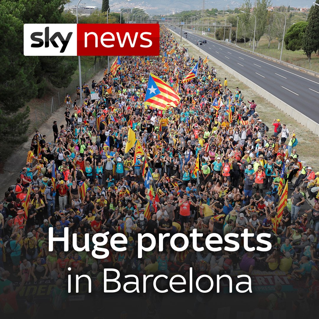 #news #BreakingNews @pmakela1 #BREAKING Hundreds of thousands of protesters are marching from five different Catalan cities to join the protest in Barcelona against the sentences of separatist leaders.