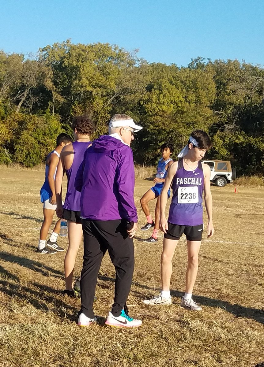 Coach Daus gives last minute instructions before the varsity 4-6A race. @FortWorthISD @PaschalHigh