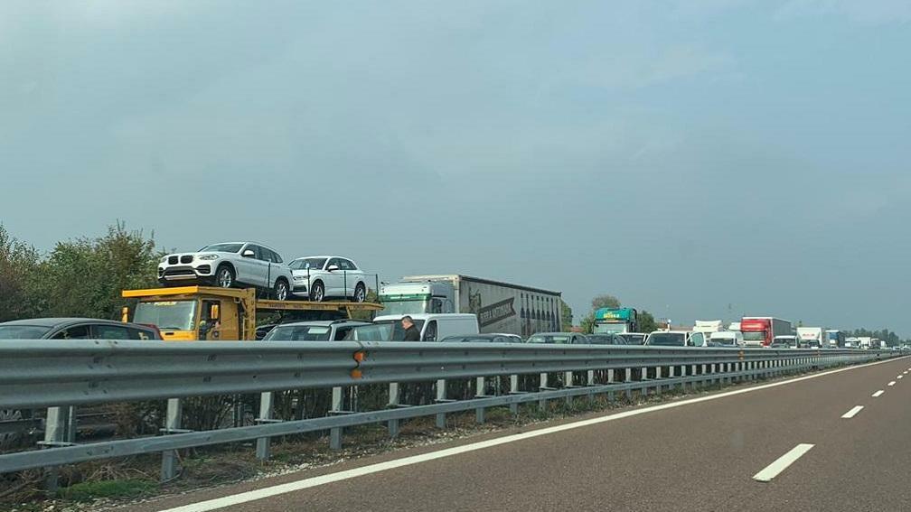 Incidente in A27, autostrada chiusa scegliere itin...