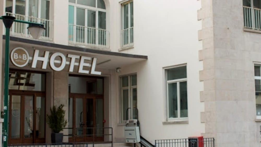 Suicidio all'Hotel Treviso, 47enne trovato senza v...