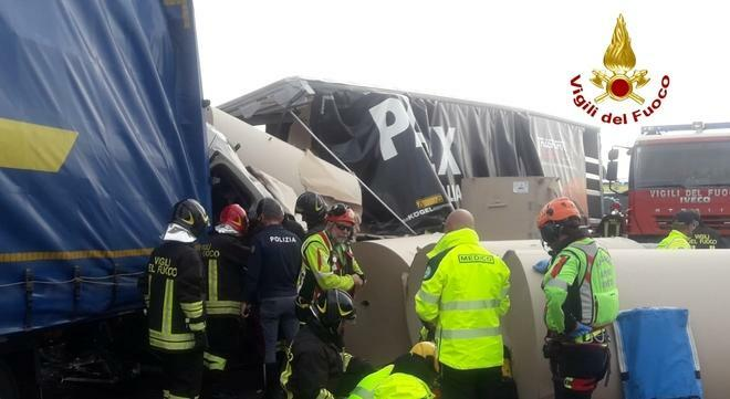 Incidente tra camion in A4, i soccorsi https://t.c...