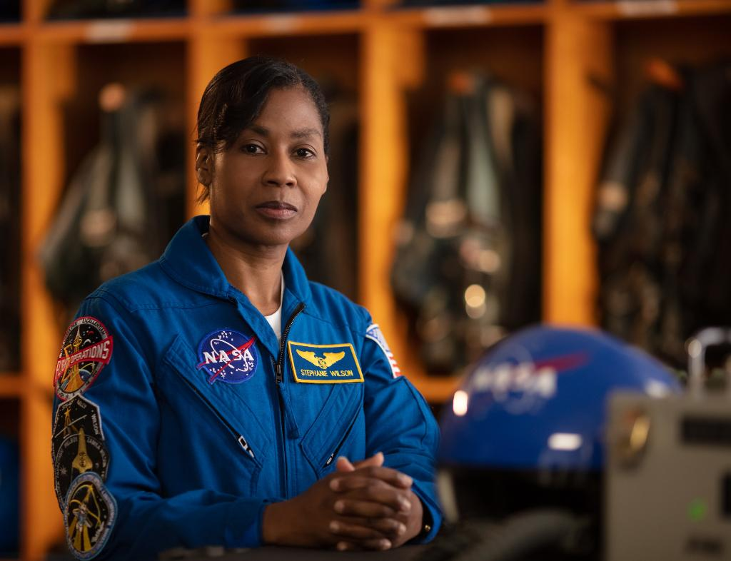 Who's talking to the astronauts from Mission Control during today's #AllWomanSpacewalk? That's astronaut Stephanie Wilson, who has spent 42 days in space over 3 spaceflights! https://t.co/ed1NhscjId https://t.co/AKK3di55Id