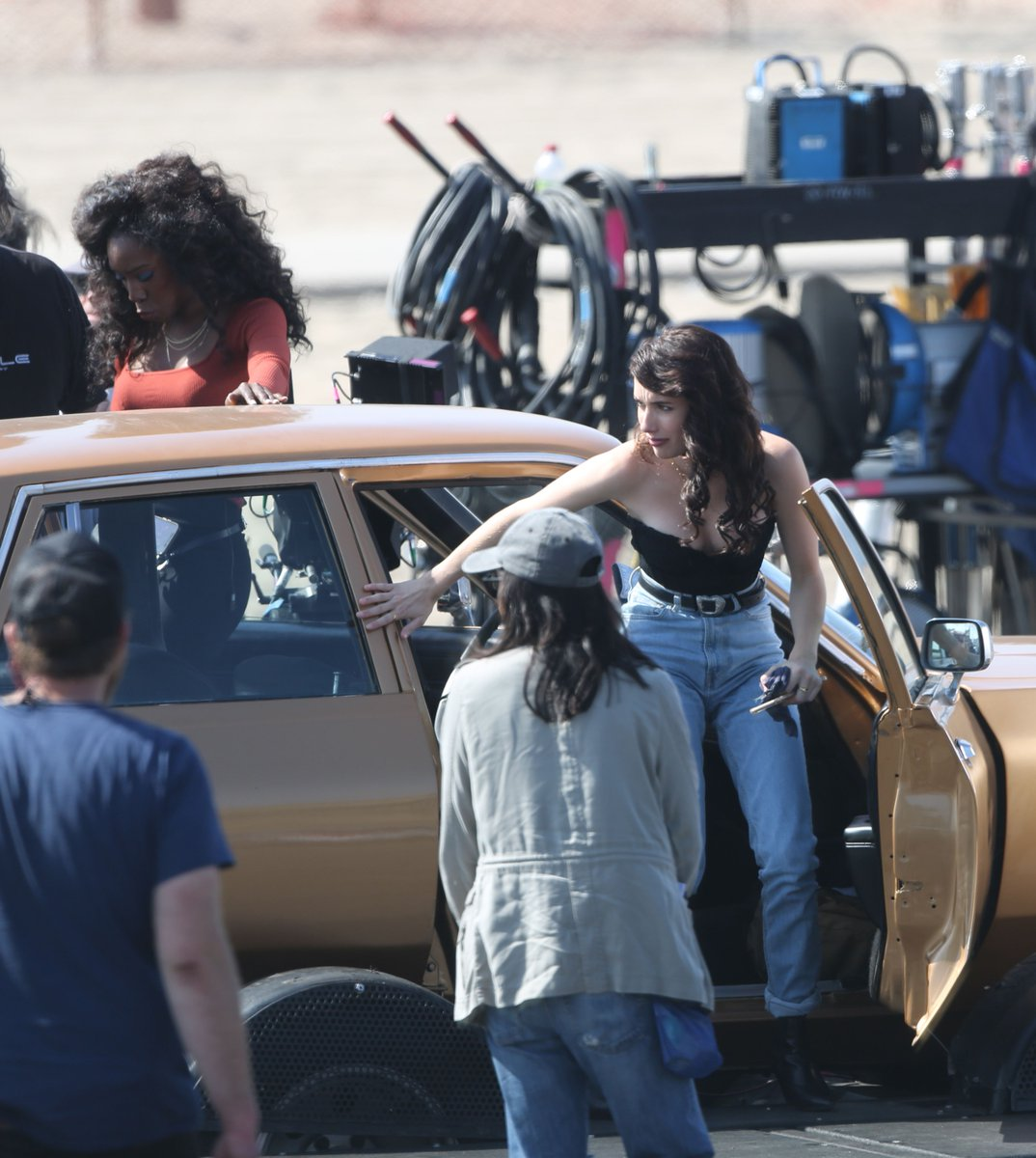 Emma Roberts, Dylan McDermott  and Angelica Ross on the set of #AHS1984 <br>http://pic.twitter.com/4Ey1usZGWU