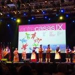 Image for the Tweet beginning: Comienza #EntrecasasIX con la actuación