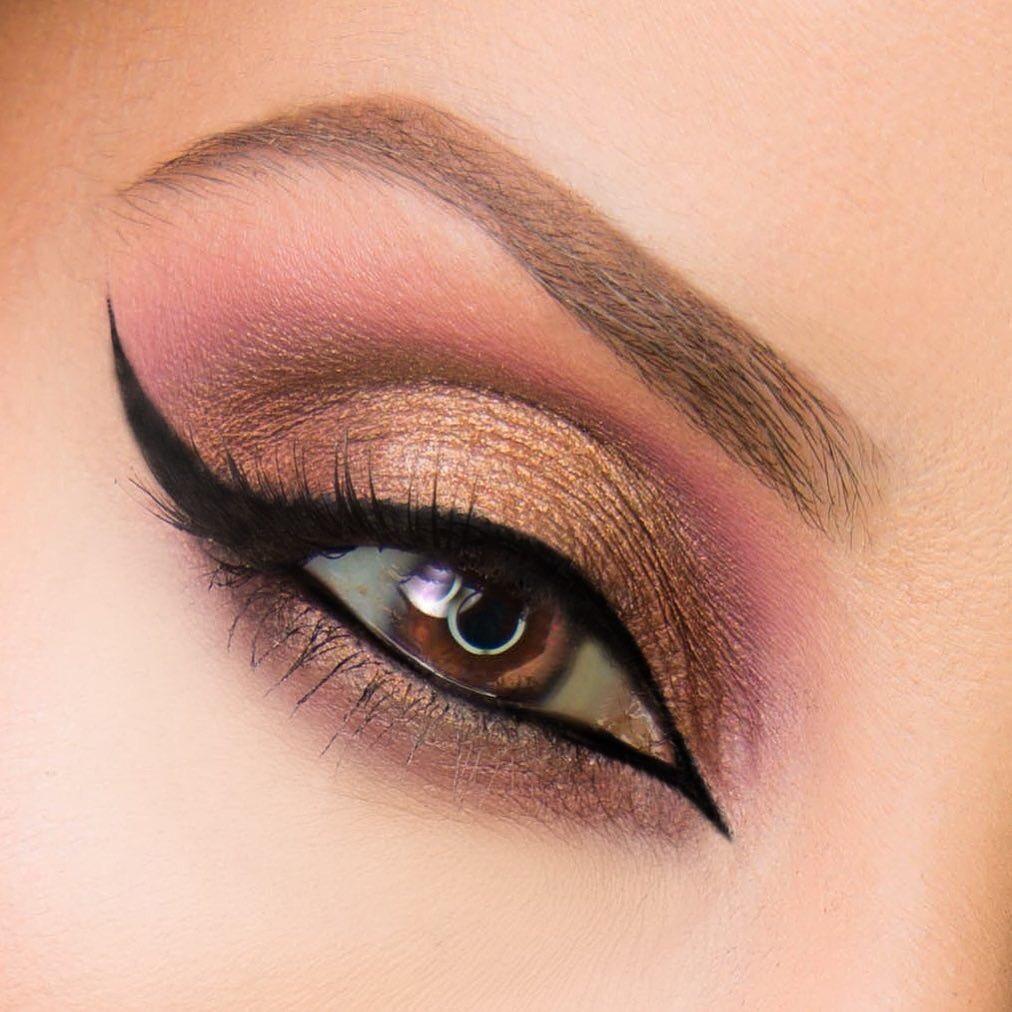Wicked #eyeliner look by @myworldinshado1 ????