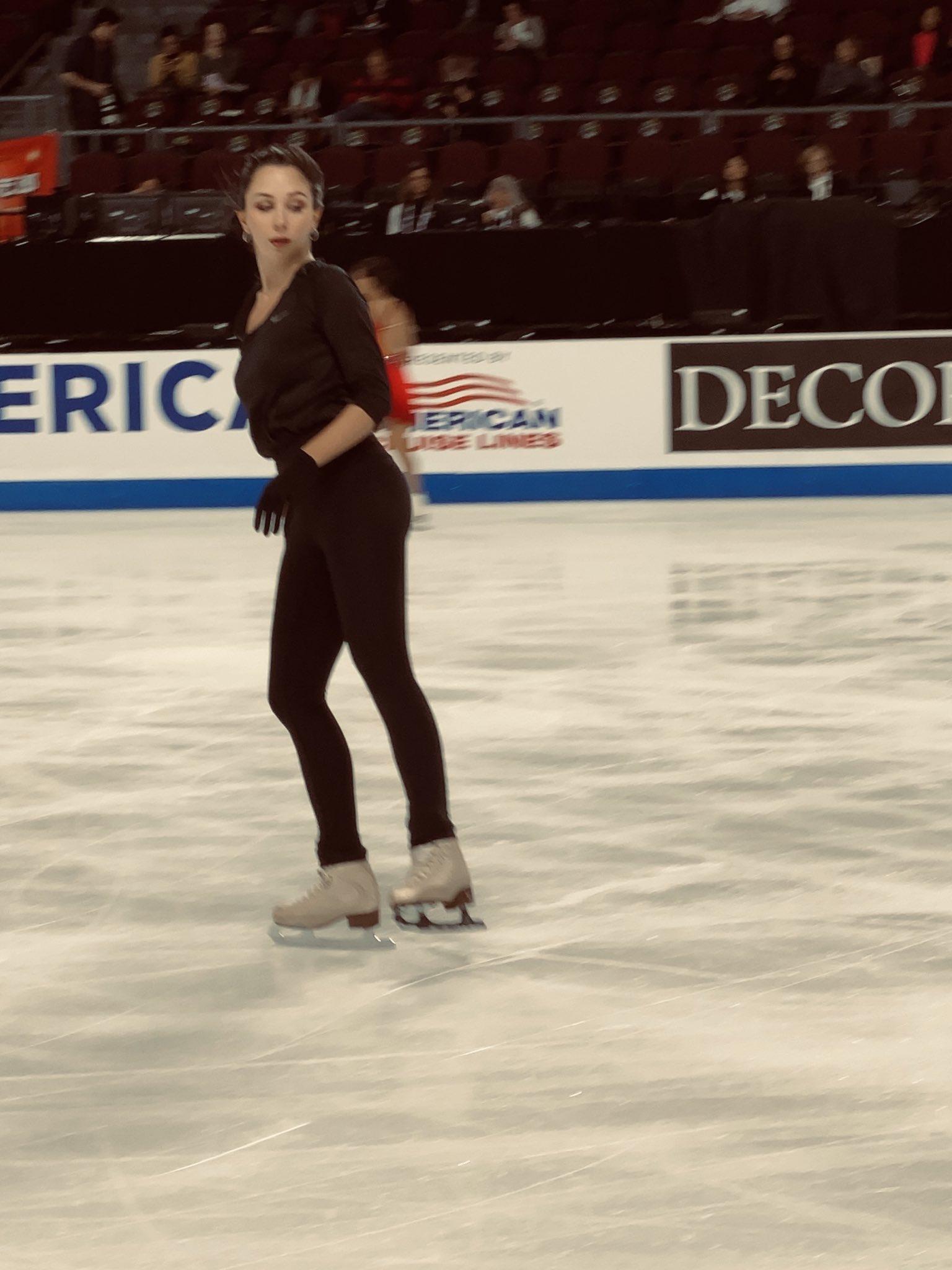 GP - 1 этап. Skate America Las Vegas, NV / USA October 18-20, 2019   - Страница 6 EHLyeOsW4AEB4KY?format=jpg&name=4096x4096