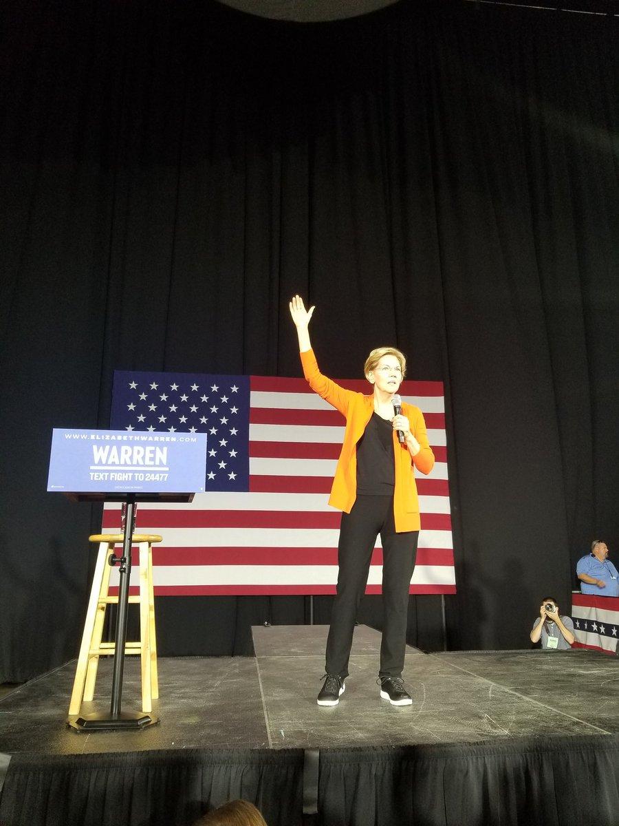 Seeing @ewarren in Norfolk tonight was an amazing opportunity! In the selfie line now!  #Warren2020 #WarreninNorfolk<br>http://pic.twitter.com/gscHwZEeJO