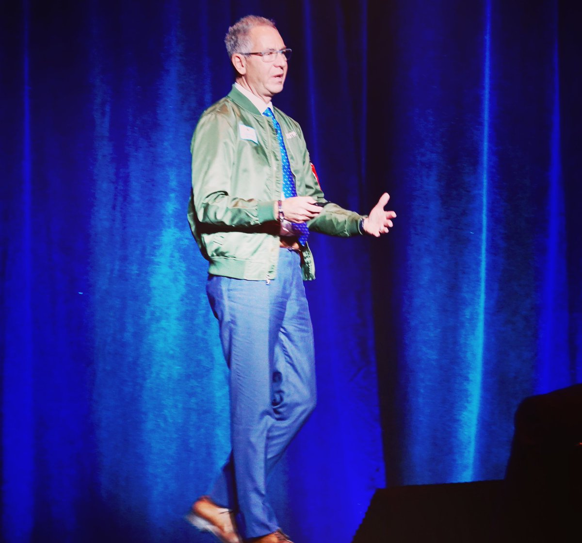 When addressing the importance of #ethics and #integrity at a product launch 🚀 one needs to have a launch jacket! Thank you to @carrier for the honor of sharing my experience with the @edwards_safety team! https://t.co/Km6aRmpA8C