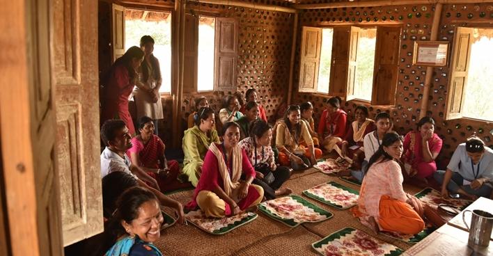 ¿Puedes leer este tuit?En #Nepal, 1 de cada 3 personas NO puede leer ni escribir.Trabajamos junto a los Centros de Aprendizaje Comunitarios de Nepal para luchar contra el analfabetismo, especialmente para aquellos que viven en áreas remotas.🔎https://on.unesco.org/2MPFGzW