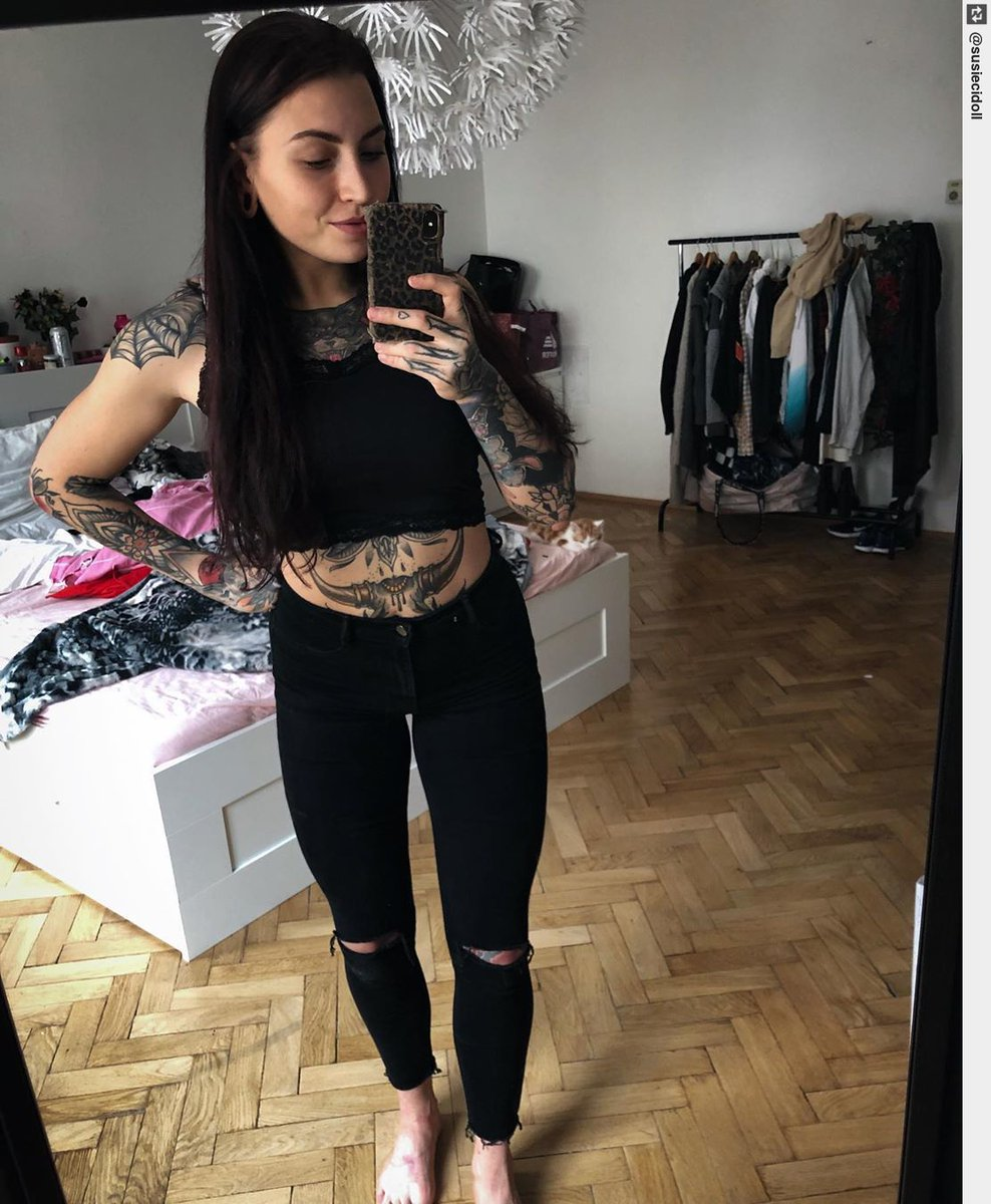 Zwischen-Umzug-und-Arbeit-Selfie 👻#tattooartist #tattoo #inked #ink #tattooart #tattoos #tattoodesign