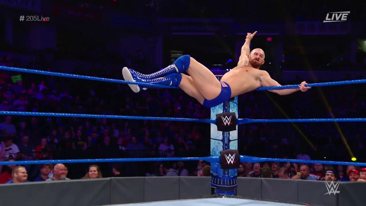 SO IS ONEY ☝️#205Live @_StarDESTROYER https://twitter.com/WWEUniverse/status/1185383165491179520…